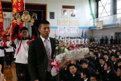 卒業生の内山高志選手、WBA世界スーパーフェザー級タイトルマッチV10達成!