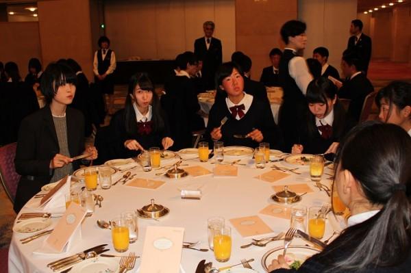 第3学年テーブルマナー講習会・謝恩会