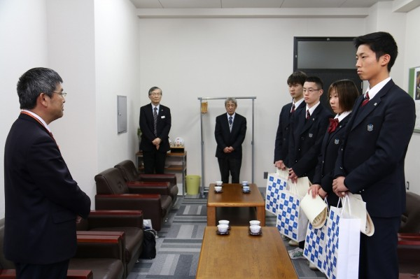 本校生徒が人命救助を行い、東武鉄道より表彰を受けました。