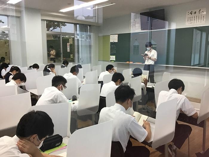 全校登校日 ~全教室に飛沫防止パーテーション設置~