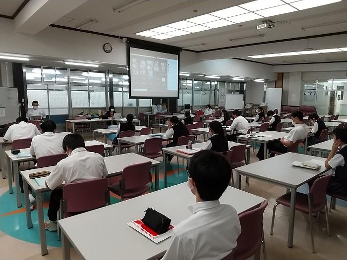 3年分散登校2日目 3年生はオンライン併用授業 1・2年生はオンライン授業実施