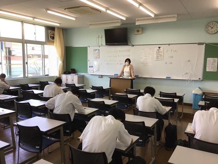 3年全員対象「進研模試・大学入学共通テスト模試」 ~感染症対策によりクラスを3分割して実施~