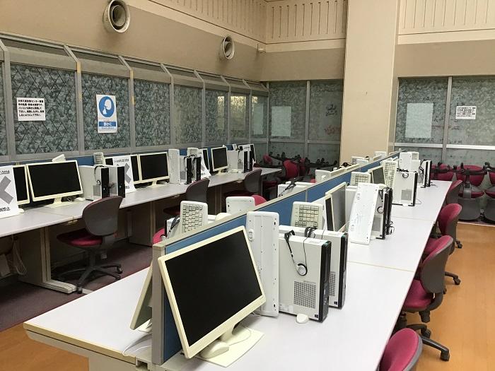 大学入試対策センター ~自習ブース66台、PC・駿台サテネットブース74台、赤本等進学書籍完備~