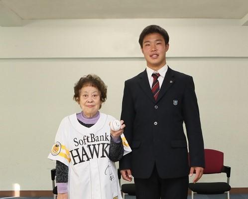 井上朋也君 学園理事長を表敬訪問
