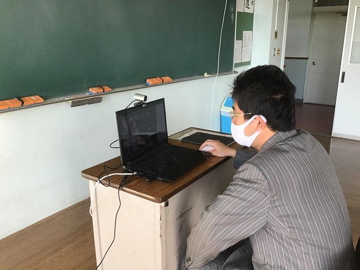 1年オンライン授業・2年分散登校・3年オンライン進路指導実施