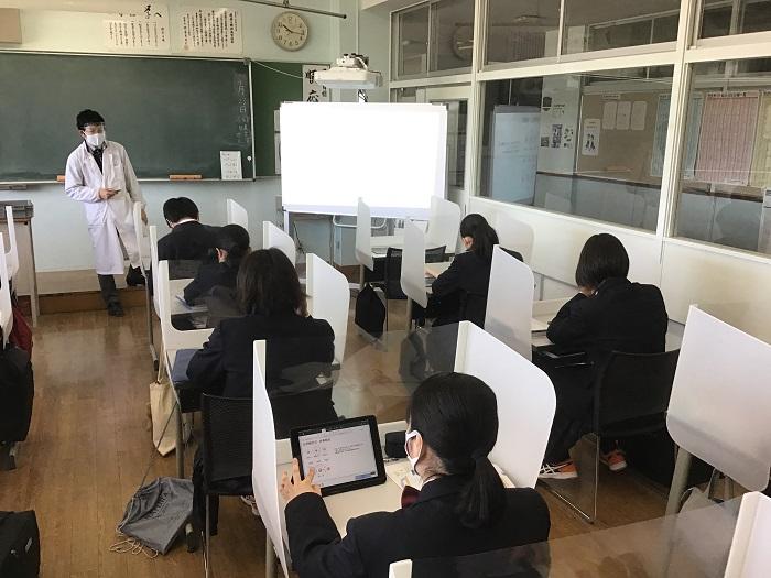 本校のICT教育③ ~1年理科(化学基礎)・化学結合の授業でタブレットを活用~