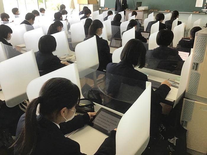 本校のICT教育⑥ 1年英語(コミュニケーション英語Ⅰ)・タブレットを利用した長文読解と英文法
