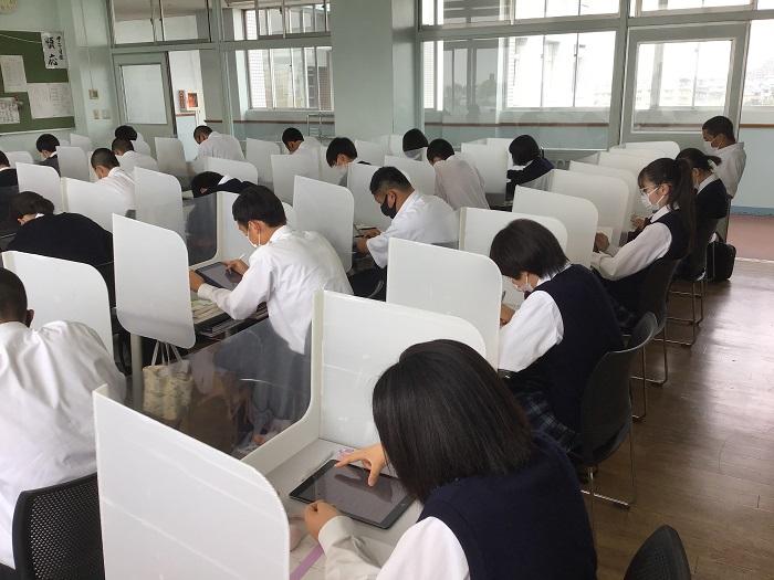 本校のICT教育⑧ ~1年アドバンスコース・総合進学クラス(国語総合)タブレットを活用しての協働学習~